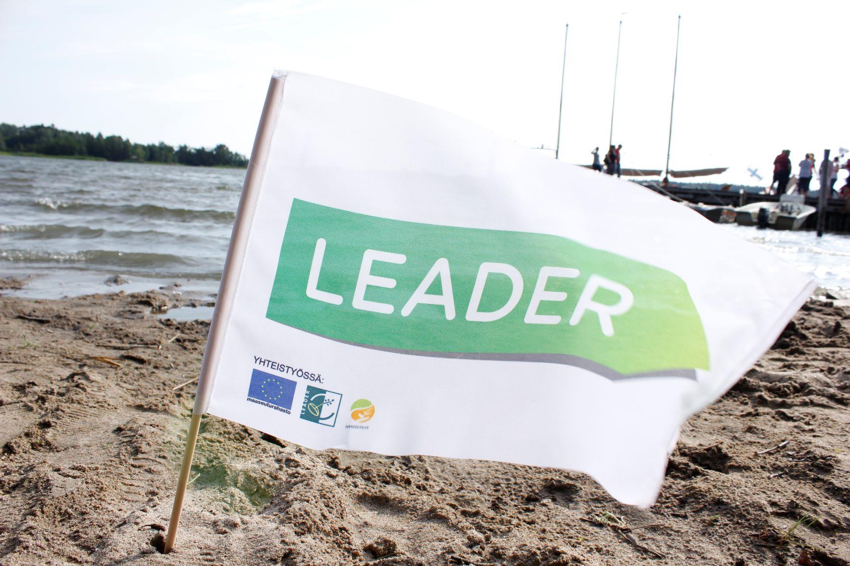 Leader-lippu rannalla