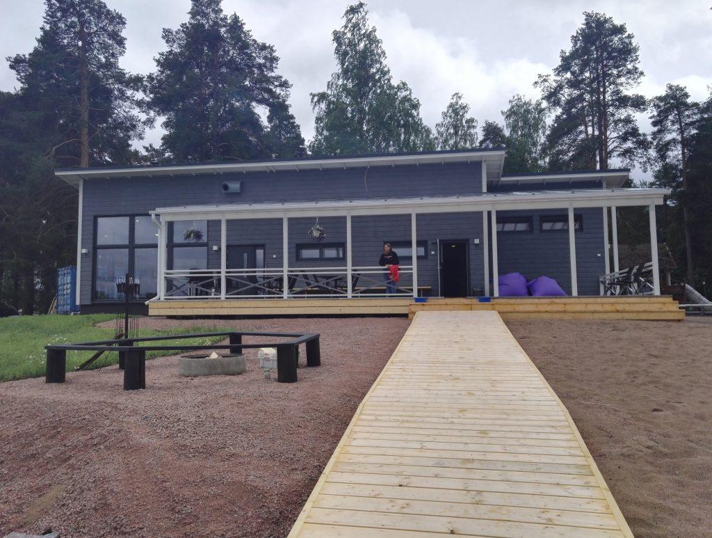 villa vihta sauna Ikaalisissa järveltä päin kuvattuna