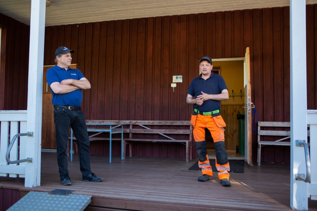 Errki Luoma ja Jaakko Kahari Leväsjoen kyläyhdistyksestä