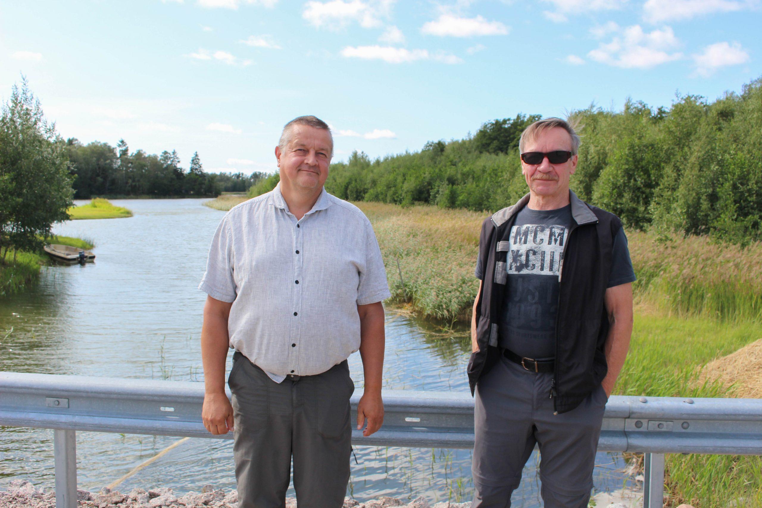 Timo Tuina (vas.) ja Heikki Mäntsälä Haavaisten vesiensuojeluyhistyksestä